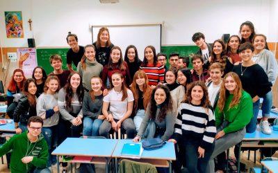 Bachilleres compartiendo con exalumnas de Sevilla