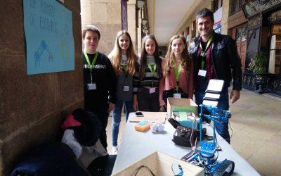 Alumnas y alumno de 4º ESO y su robot premiados en la Zientzia Azoka